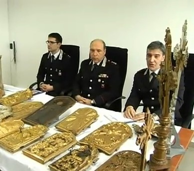 Recuperati dai carabinieri centinaia di arredi sacri in for Arredi sacri
