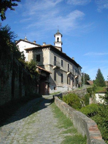 La sternja e le sue chiese passeggiata panoramica e for Villa del borgo canelli
