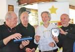 I tre slalomisti astigiani premiati dal presidente regionale Unvs, Andrea Desana (al centro)