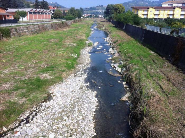 20 anni dopo santo stefano belbo abbasser il letto del fiume di oltre un metro vallibbt news - Letto di un fiume ...
